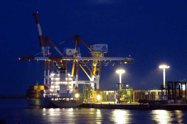 コンテナ船夜