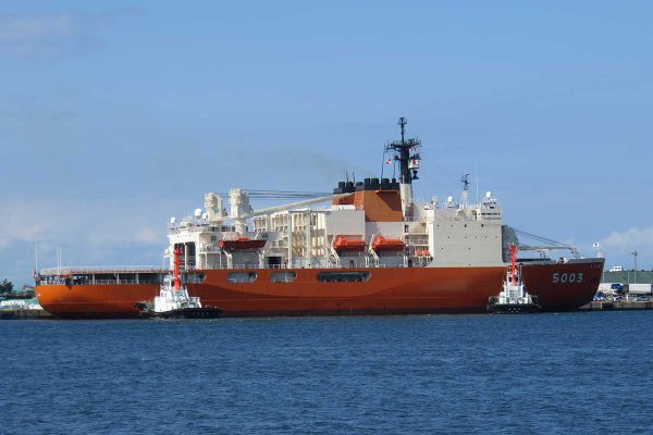 南極観測船「しらせ」