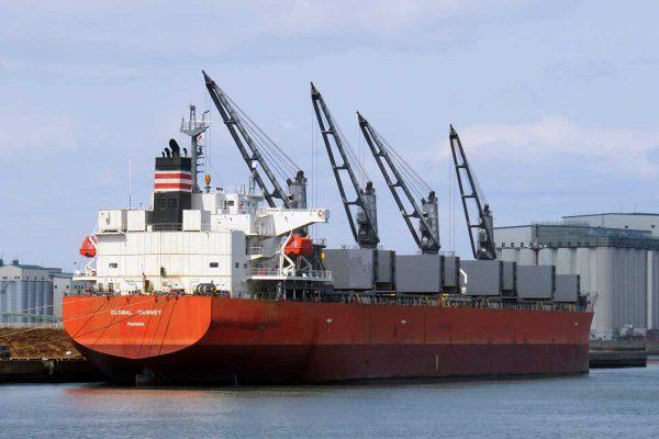 大平洋金属向けニッケル鉱石船